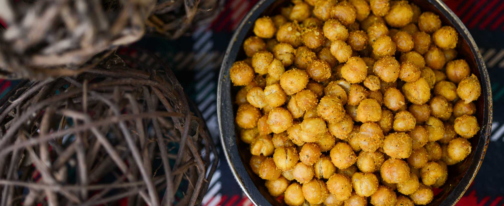 spicy garlic and turmeric roasted chickpeas