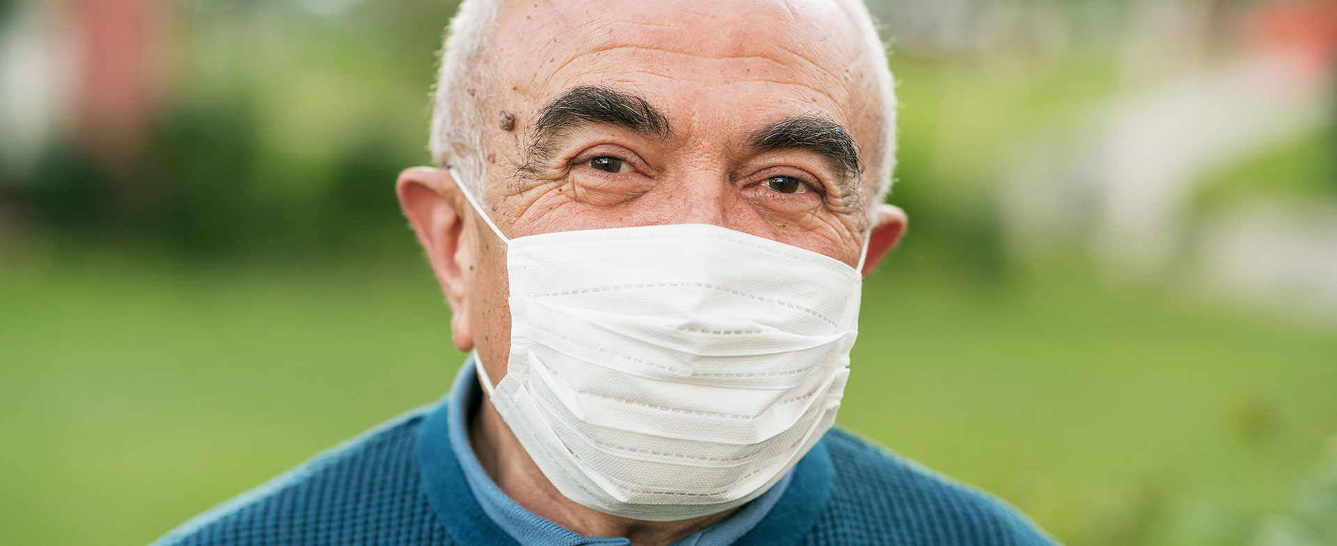 elderly man wearing mask
