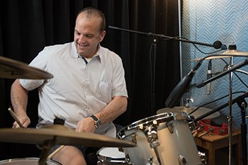 bob livernois head and neck cancer patient playing drums