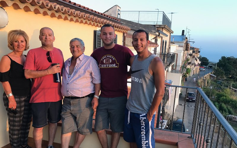 lung cancer patient frank with family in italy