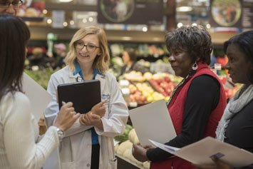 dietician giving grocery store tour