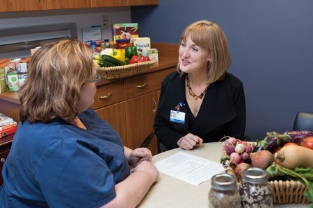 nutrition expert talking to patient