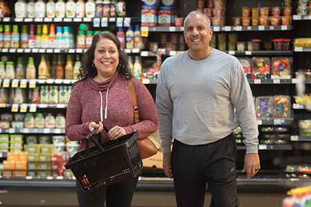 metabolic weight loss patient shopping with nutritionist at grocery store