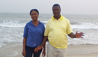 Roukia and Abrahamn Donkor standing in front of the ocean